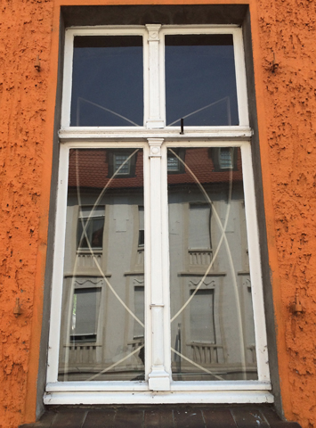 http://michiel.verkstad.nl/files/gimgs/th-33_windowoutside.jpg